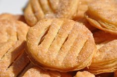 Les cuqettes! Biscuits, Apple Pie, Bread, Cookies, Desserts, Food, Pies, Recipes, Crack Crackers