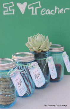 Teacher Appreciation Gift Ideas in a Mason Jar #teacherappreciation