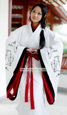Traditional Chinese Female Hanfu Full Set - med kortere ermer kan jeg se dette som winter attire.