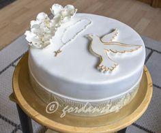 Torte za krizmu i pričest Bee Cakes, Girl Cakes, Cupcake Cakes, Baptism Cross Cake, Bolo Chanel, First Holy Communion Cake, First Communion Decorations, Mickey And Minnie Cake, Cross Cakes