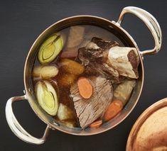 Vařené hovězí se zeleninou Pot au feu , Foto: Marek Bartoš / Kulinárium Pots, Pot Roast, Beef, Ethnic Recipes, Fine Dining, Carne Asada, Meat, Roast Beef, Cookware