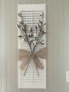Persienne / Shutter DIY chalk plaint project I bought this old shutter in a ga… – 2019 - Cotton Diy Wall Decor, Decor, Shutter Decor, Farmhouse Decor, Rustic House, Diy Chalk, Farmhouse Diy, Home Decor, Diy Shutters