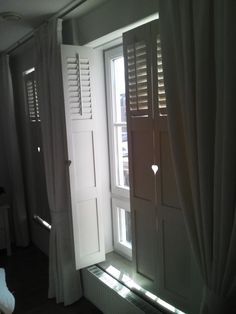 Interior Shutters, Window Shutters, Home Curtains, Curtains With Blinds, Bois Diy, Teenage Room, House Windows, Diy Furniture Projects, Room Colors