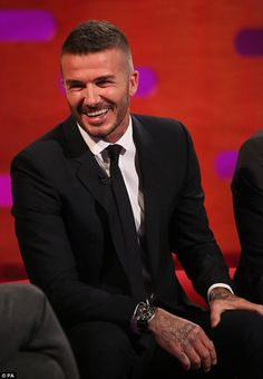 The boys don t play David Beckham admitted he has been left heartbroken by his three boys lack of interest in football on The Graham Norton Show Mens Hairstyles 2018, Trendy Mens Haircuts, Cool Hairstyles, Haircuts With Bangs, Haircuts For Men, Haircut Men, David Beckham 2018, David Beckham Short Hair, David Beckham Haircut