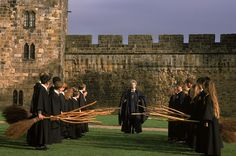 The Ultimate Harry Potter Travel Bucket List: Did you know that you can actually take magic lessons in a castle, or sign a wall in the cafe where J.K. Harry Potter Films, Harry Potter Pictures, Harry Potter World, Harry Potter Hogwarts, Harry Potter Castle, Slytherin, Alnwick Castle, Flying Lessons, The Sorcerer's Stone