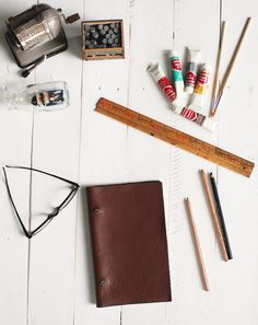 Another leather DIY for Father's Day! When Caitlin and I got together to go over projects we had in mind for Father's Day, we noticed we had a lot of leather projects on the list! Dads and leather ...