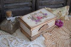 """Boxes handmade.  Stash """"Vintage de fleurs"""" decoupage.  Yulia Shilonosova.  Shop Online Fair Masters.  Stash bouquet"""