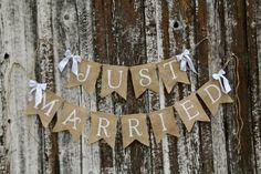 guirlande de fanions en toile de jute Just Married et petits rubans en satin blanc