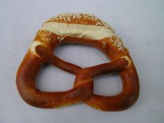 l #Brezeln, noti anche come laugenbrezel, pretzel o brezel sono un prodotto austriaco-tedesco.