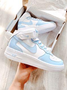 Dr Shoes, Swag Shoes, Cute Nike Shoes, Cute Sneakers, Nike Air Shoes, Hype Shoes, Nike Shoes Outfits, Cute Nikes, Nike Custom Shoes