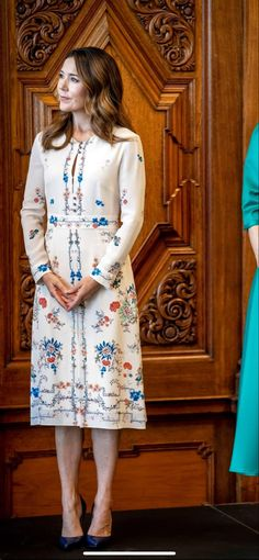 Royal Style, Royal Fashion, Dresses With Sleeves, Shirt Dress, Long Sleeve, Shirts, Shirtdress, Sleeve Dresses, Long Dress Patterns