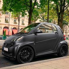 The smart fortwo went all out for this one. This BRABUS means busine The smart fortwo went all out for this one. This BRABUS means busine New Smart Car, Smart Forfour, Smart Brabus, Smart Roadster, Smart Fortwo, Mercedes Smart, Smart Car Accessories, Expedition Truck, Car Mods