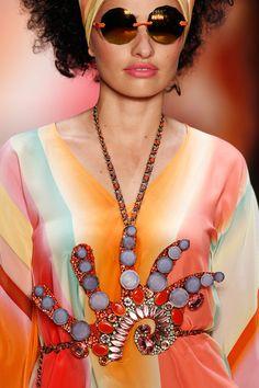 GNTM Model: Sarina Nowak Sarina Nowak (6. Staffel) würden wir immer wieder an ihren außergewöhnlich sinnlichen Lippen erkennen! Hier läuft sie für Miranda Konstantinidou.