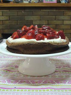 cake  humedo de chocolate y frutillas (receta de Maru  Botana)