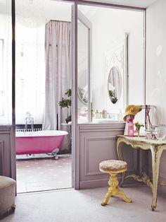 pink tub + lilac sliding doors!