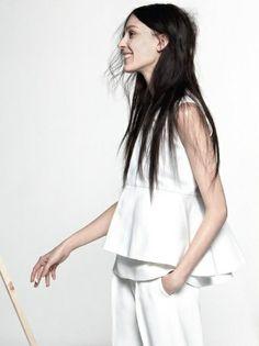 Oui au total look blanc joliment structuré !