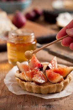 Tartelette al gorgonzola, fichi neri e miele al peperoncino by Laura Adani
