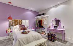 Com peças bem escolhidas e posicionadas, o quarto ganha ares de camarim descolado. Foto: Divulgação / Gustavo Xavier