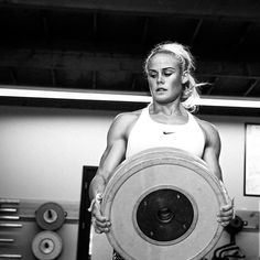Ideas For Fitness Mujer Photoshoot Crossfit Photography, Fitness Photography, Fitness Motivation Pictures, Fit Girl Motivation, Workout Motivation, Outdoor Workouts, Fun Workouts, Body Workouts, Sara Sigmundsdottir