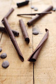 Apprendre à tempérer le chocolat (noir, lait ou blanc) pour le travailler ensuite et réaliser des formes (pour moi ce sera la déco de mon gâteau igloo de Noël)