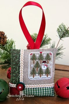 Seven Pines freebie by Little House Needleworks - this looks like a fab finishing idea, not just for a Christmas ornament... make it anytime of year ;)
