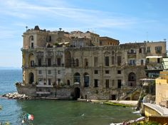 Palazzo Donn'Anna (Naples): a historic residence, sitting on the water's edge in the district of Posillipo, very close to Mergellina.