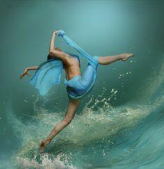 Water Dance. Photo by Mlka Milkina.