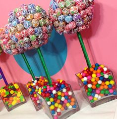 Rainbow Dum Dum Gum Ball- great for CandyLand themed birthday party Anniversaire Candy Land, Candy Centerpieces, Candy Decorations, Rainbow Wedding Centerpieces, Rainbow Centerpiece, Candy Arrangements, Candy Land Theme, Festa Party, Candy Party