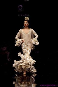 Spanish Fashion, Spanish Style, Fashion Moda, Fashion Show, Flamenco Dancers, Mermaid Dresses, Cute Dresses, Fashion Beauty, Glamour