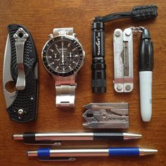 Micro multitools and writing instruments round out this teacher's #EDC http://everydaycarry.com/posts/6150/My-Everyday-Carry?utm_source=twitter&utm_medium=twitter&utm_campaign=twitter…