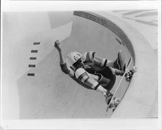 Old school Jay Smith by William Sharp Skate Photos, Skate And Destroy, Rolling Thunder, Skate Surf, Skateboarding, Skating, Old School, Venice, Legends