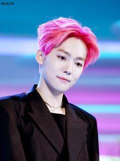 20 k-pop idols who look pretty in pink hair - koreaboo Winner Kpop, Winner Jinwoo, How To Look Pretty, Pretty In Pink, Bright Hair Colors, Song Mino, Kim Jin, Top 5, Kpop Boy