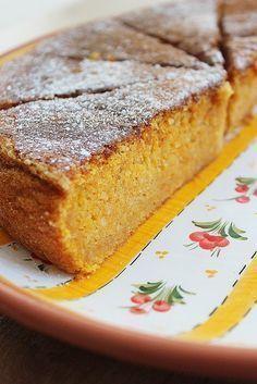 Carrot and Almond torte Portuguese Sweet Bread, Portuguese Desserts, Portuguese Recipes, Köstliche Desserts, Delicious Desserts, Yummy Food, Sweet Recipes, Cake Recipes, Dessert Recipes