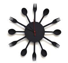 How to make a clock with plastic forks, knives and spoons by Samuel Bernier Make A Clock, Diy Clock, Clock Ideas, Clock Craft, Clock Wall, Plastic Silverware, Plastic Spoons, Plastic Ware, Unique Clocks