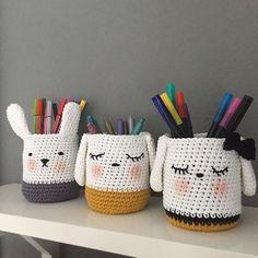 Diy Crochet Basket Crochet Mat Crochet Cup Cozy Crochet Home Easy Crochet Catania Amigurumi Tutorial Pencil Toppers T Shirt Yarn Chat Crochet, Crochet Motifs, Crochet Home, Diy Crochet, Crochet Patterns, Catania, Potpourri, Stuffed Animals, Crochet Projects