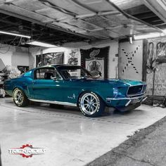 I love this Mustang, but it's the color I want to hurt the Jeep - wallismazsits Oldtimer - cars classic Mustang Fastback, Mustang Shelby, 1968 Mustang, Mustang Cars, Blue Mustang, Shelby Gt500, Ford Shelby, Ford Mustangs, Bmw Classic Cars