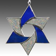 Star Of David, Stained glass suncatcher in striking cobalt blue and iridized clear glass. Stained Glass Quilt, Stained Glass Ornaments, Stained Glass Christmas, Stained Glass Suncatchers, Stained Glass Designs, Stained Glass Panels, Stained Glass Projects, Stained Glass Patterns, Mosaic Glass