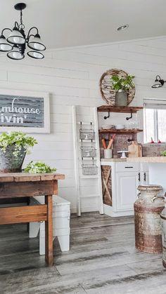 Small Farmhouse Kitchen, Farmhouse Interior, Modern Farmhouse Kitchens, Kitchen Redo, Farmhouse Chic, Interior Exterior, Home Decor Kitchen, Home Kitchens, Exterior Remodel