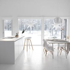 White Christmas Home The beautiful Finish home of All White Room, White Rooms, Scandi Home, Scandinavian Home, Christmas Home, White Christmas, White Decor, Cozy House, Decor Interior Design