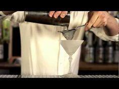 http://www.drinksmeister.dk/   En af flere cocktail video'er som du kan finde hos DrinksMeisterTv.     Dry martini er den mest kendte af alle de klassiske cocktails og indeholder som hovedingredienser gin og tør hvid vermouth i et til hinanden afmålt forhold, serveret i et isafkølet cocktailglas der har en indtil 10 cl. stor kegleformet skål på en ...