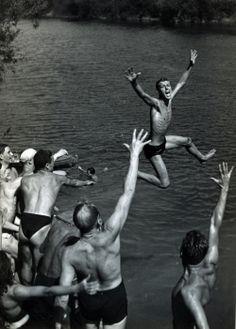 ©Robert Doisneau, Baigneurs dans la Marne, 1944