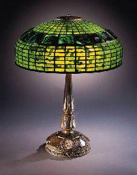TIFFANY STUDIOS TABLE LAMP.