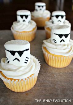 Star Wars Storm Troopers Cupcakes. Perfect for a Star Wars party! | The Jenny Evolution