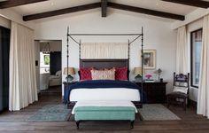 La chambre principale, celle de propriétaires à la décoration simple et inspirée par l'Amérique latine