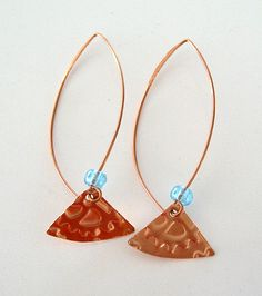 Kopparörhängen med turkos glaspärla. Copper earrings with turquise glass beads