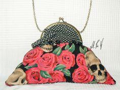 BOLSO PIN UP Bolso con un estilo muy rockabilly, un estampado retro, para las amantes de las calaveras !! Diseño exclusivo de Hadas Pin Up que encontraras en www.hadaspinup.com #bag #bolso #pinup #retro #rockabilly