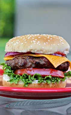 Smokehouse Burgers:  Smokey, slightly spicy flavorful burgers perfect for any grilling occasion! #grilling #burgers