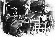 """""""Los Tiznaos"""".Tales vehículos eran fabricados en Barcelona y en Bilbao a partir de los esqueletos de autobuses"""