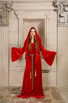 Melisandre, Red Priestess - Made to Order - A luxurious Game of Thrones reproduction made of bright red velvet Red Priestess, Red Riding Hood Costume, Fantasy Portraits, Hooded Cloak, Woven Belt, Satin Dresses, Lady In Red, Stylish Outfits, Red Velvet
