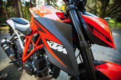 KTM 1290 Super Duke R: it's all shoulders and angry orange Duke Bike, Ktm Duke, Ktm Motorcycles, Motocross Bikes, Game Of Thrones Tattoo, A Funny Thing Happened, Orange, Photo Manipulation, Train